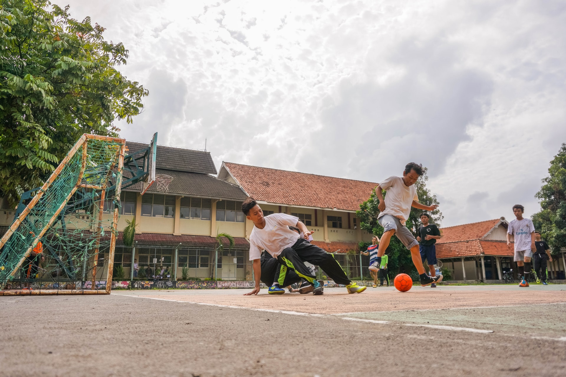 Ilustrasi Kegiatan Olahraga di Sekolah